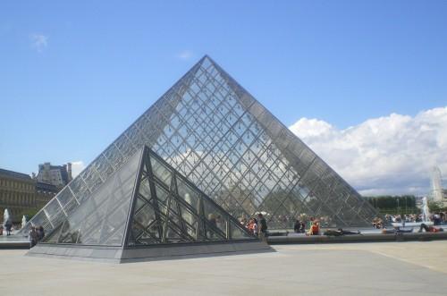 La pyramide du louvre paris nu - Qui a construit la pyramide du louvre ...