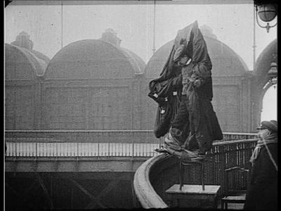 1912, Franz Reichelt saute de la tour Eiffel (vidéo) | PARIS