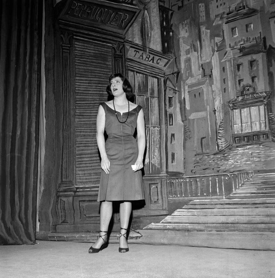 Colette-Renard-dans-Irma-la-Douce-en-1956