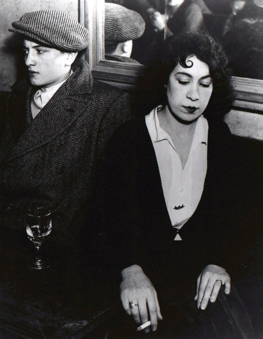64-Couple-fache-au-bal-des-Quatre-Saisons-1932-Brassai