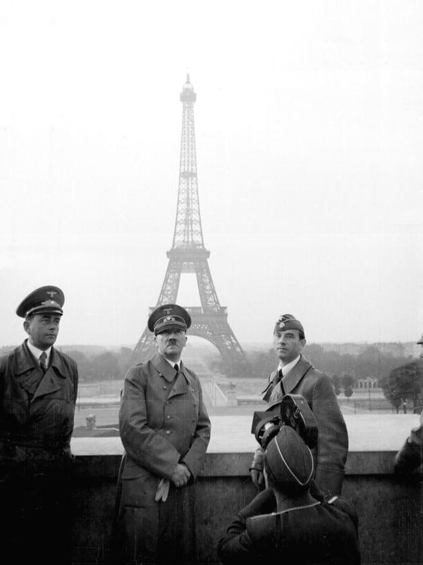 Hitler-devant-la-tour-Eiffel