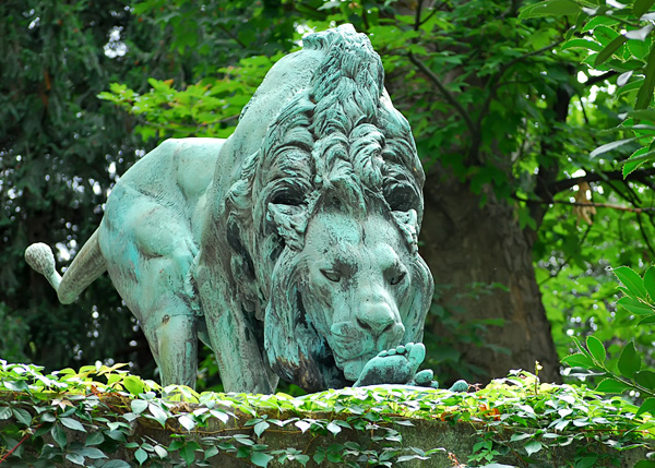 Lion Sculpture at Jardin des Plantes